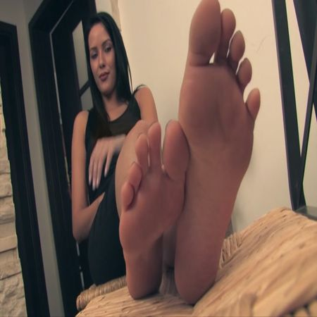 Noemis World – Hot brunette with smooth soles