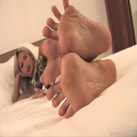 Noemis World – Hot blonde barefoot on the bed