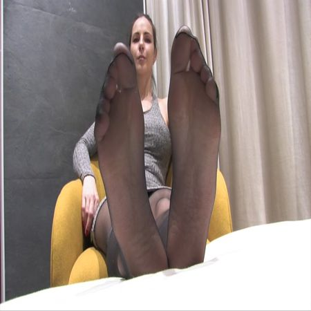 Lexis – High arched feet in black sheer pantyhose