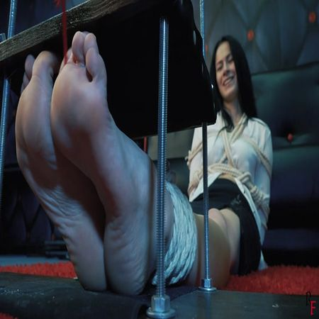 Russian Fetish – Six long positions with hard tickling of Taisia's foot arches