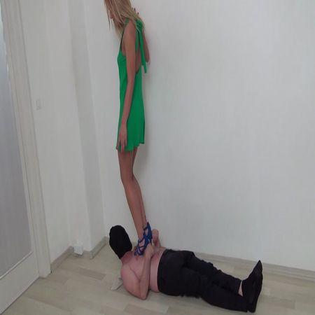 Foot Fetish Beauties - Zoe trampling in high heels