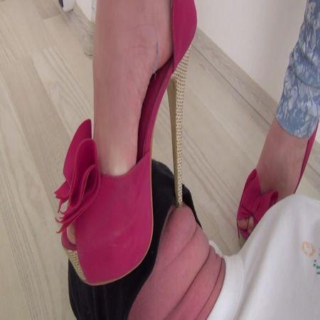 Sasha trampling in EXTREME pink high heels!