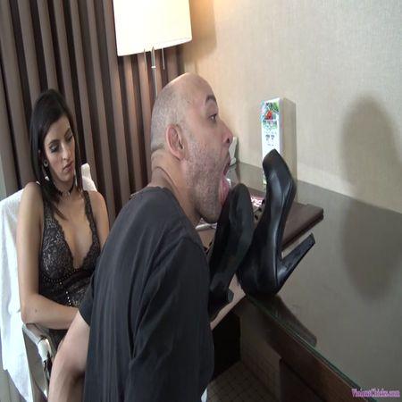 Mistress Shavelle test her slaves