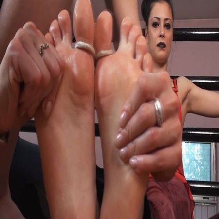 Tickle Nail – Oily foot rub and tickles
