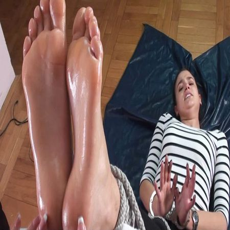 Tickle Nail – Barbara in the perfect position