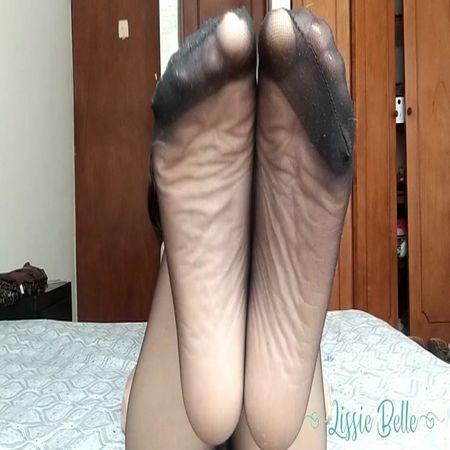 Lissie Belle - Pantyhose Feet Soles