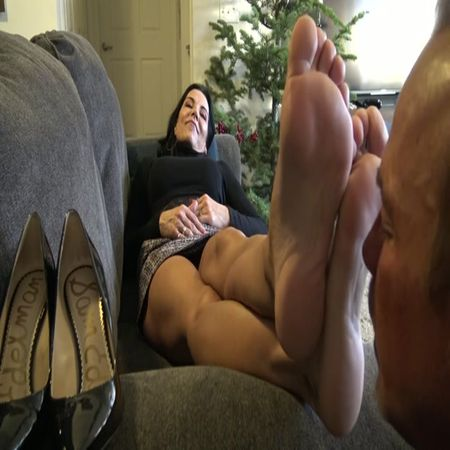 Goddess Zephy - Worship My Feet Bitch