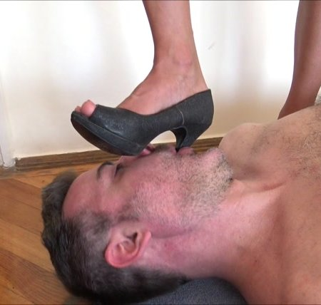 CECILIA - My human doormat - Human rug, dirty soles licking, high heels trampling, mouth fucking with heels