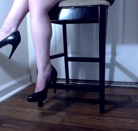 Venus Venerous - black heels dangle ignore