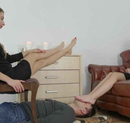 Dominant Femine - Larisa And Helena - In Foot Fetish Club
