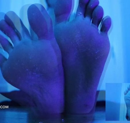 Lindsey Leigh - entrancing toes