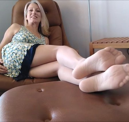 Mo Rina - sheer pantyhosed soles