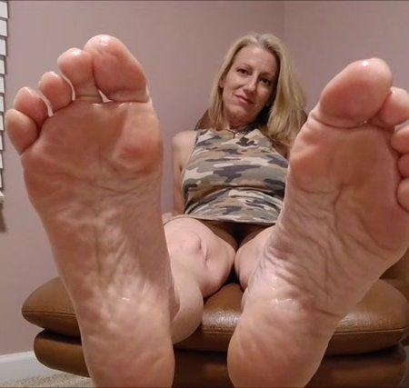 Mo Rina - oily soles