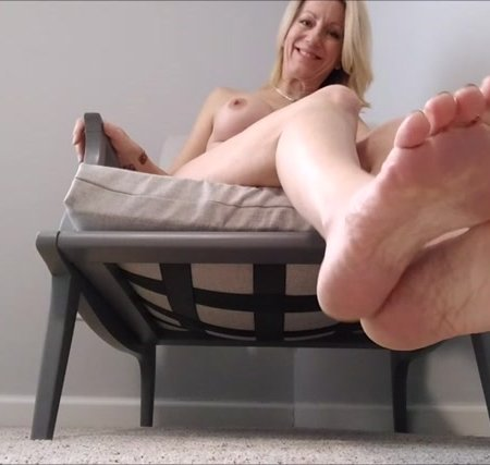 Mo Rina - mature feet joi