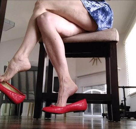 Mo Rina - red flats shoeplay