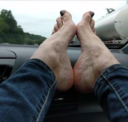 Mo Rina - mature feet on dashboard