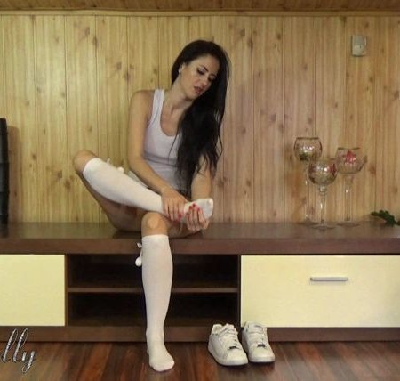 Wet Kelly - white knee socks fetish