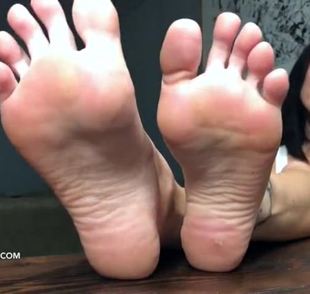 Lindsey Leigh - Groundhogs Day For A Footboy