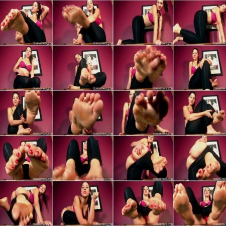Ceara Lynch - Sexy Bare Feet