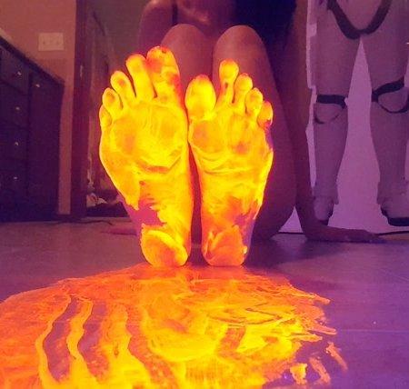 Frostyprincess - Thanksgiving Glow Feet