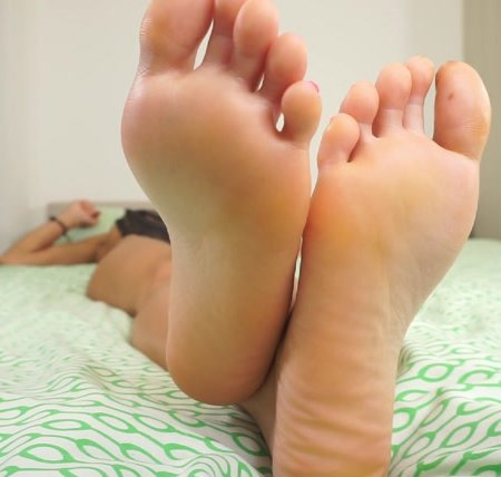 Goddess Rosie - Pain For Perfect Feet