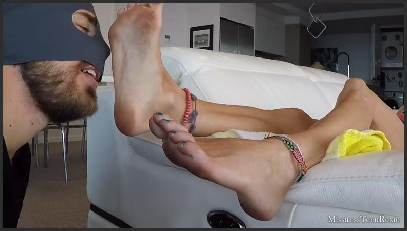 Feet Slave Worship Femdom