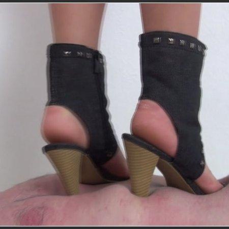 Foot Fetish Beauties - Kimberly brutal trampling