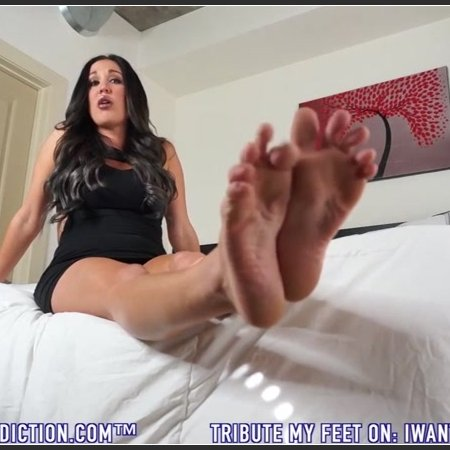 Lindsey Leigh - Fall In Love With My Feet