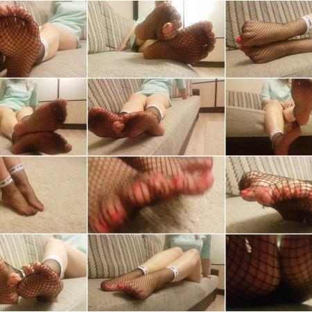 Rina Foxxy - fishnet nylon feet