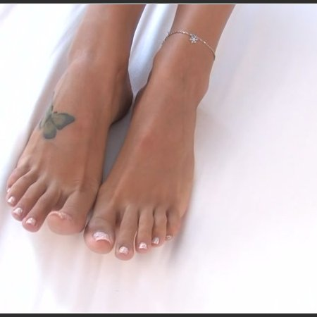 Noemis World – Sexy tall girl with beautiful toenails