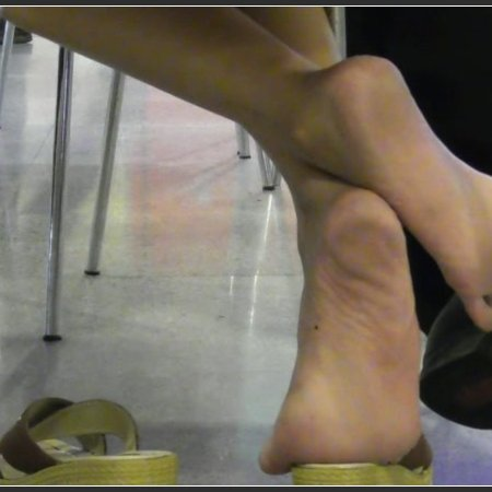 CANDID-PLAY dipping shoeplay nylon - Barefoot dipping in food court