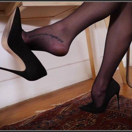 Nichole Dangling in Stockings (Stella Liberty)