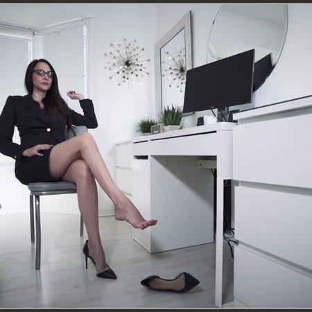 Office Bitch Dangling (Stella Liberty)