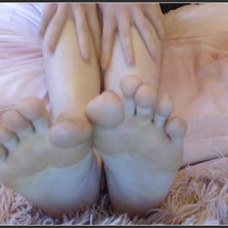 Only worthy of seeing my feet (Lola Rae)