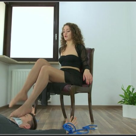 Karolina - Strong Dancers Legs On Your Face (Polish Mistress)