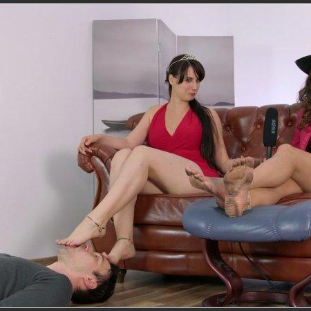 Karolina And Weronika In Dirty Feet Licking Show 4K (Dominant Femine)