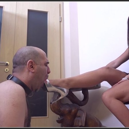 Footbitch For The Princess - Shoe Worship , Domination And Facestanding In Sexy High Heels (Lady Penelope)