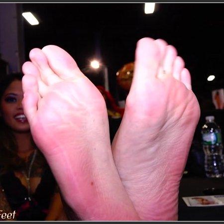 Charmaine Glock foot fetish video (California Beach Feet)