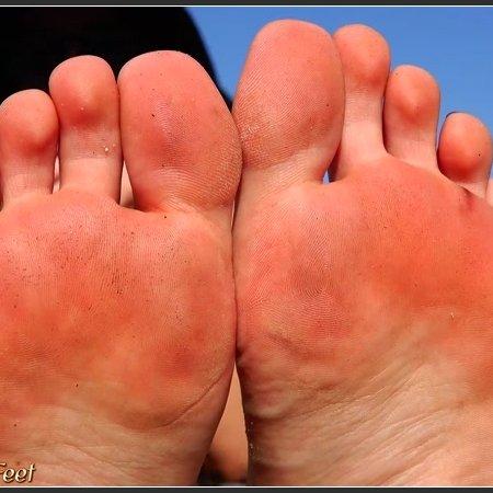 Beautiful feet long toes pedicured toenails (California Beach Feet)