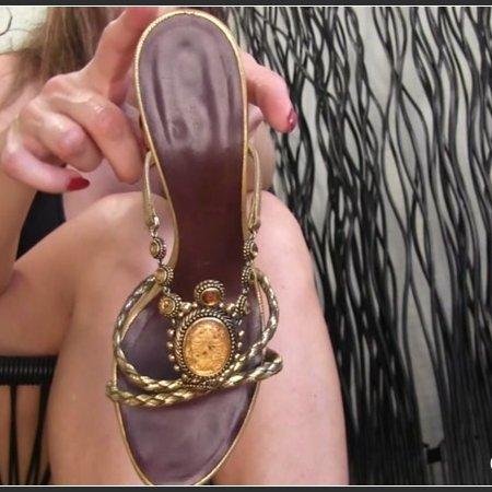 Dirty footlicking bitch (Obey Melanie)