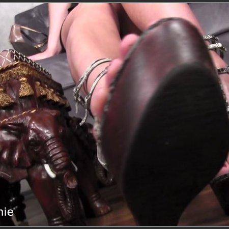 Addicted to my feet (Obey Melanie)