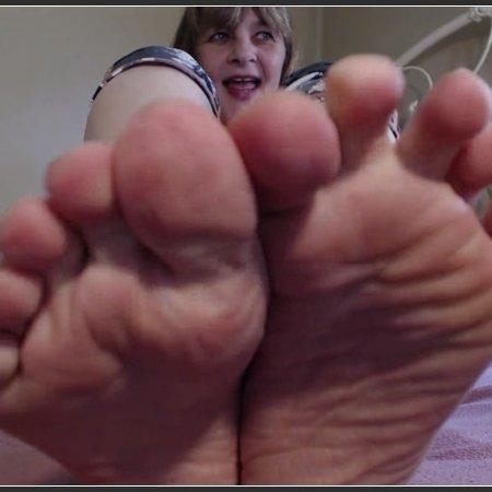 Hot Foot Fetish Worship (Hot Wife Jolee)