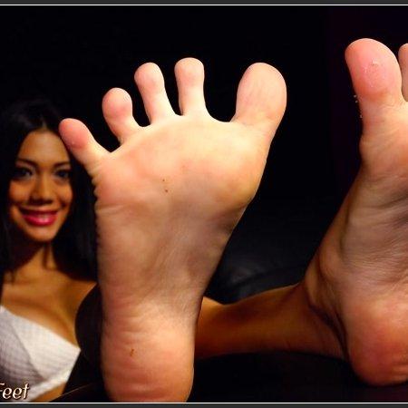 Linda (California Beach Feet)