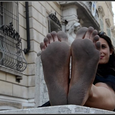 SWAINS and AMELIE: filthy soles festival (Barefoot Urban Girls)