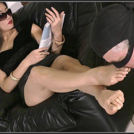 Adore Me And My Sexy Feet (Goddess Leyla)