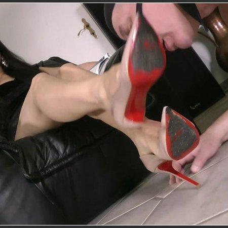 Foot And Stilettos Worship (Goddess Leyla)