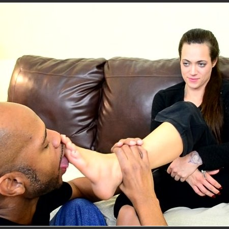 Dacey Harlot in Foot Love with a Stranger