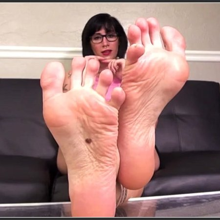 Velma Von Massacre - Sole Wrinkle Heaven 8 (Bratty Foot Girls)