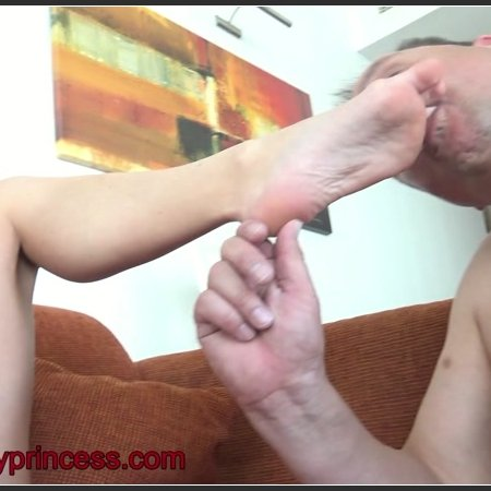 Amiras Slave Education Foot Worship Slaves Cam (Under my princess)