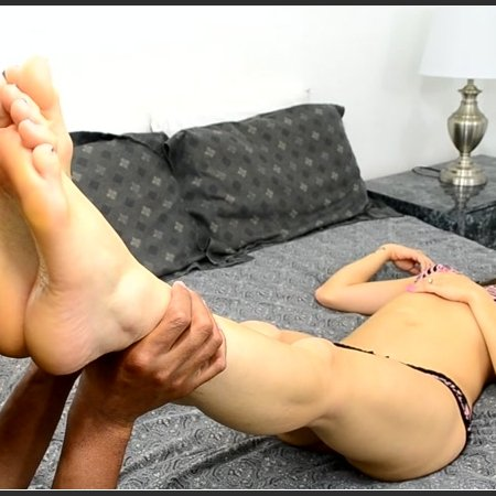 Sleepy Foot Worship (Sadie Holmes)